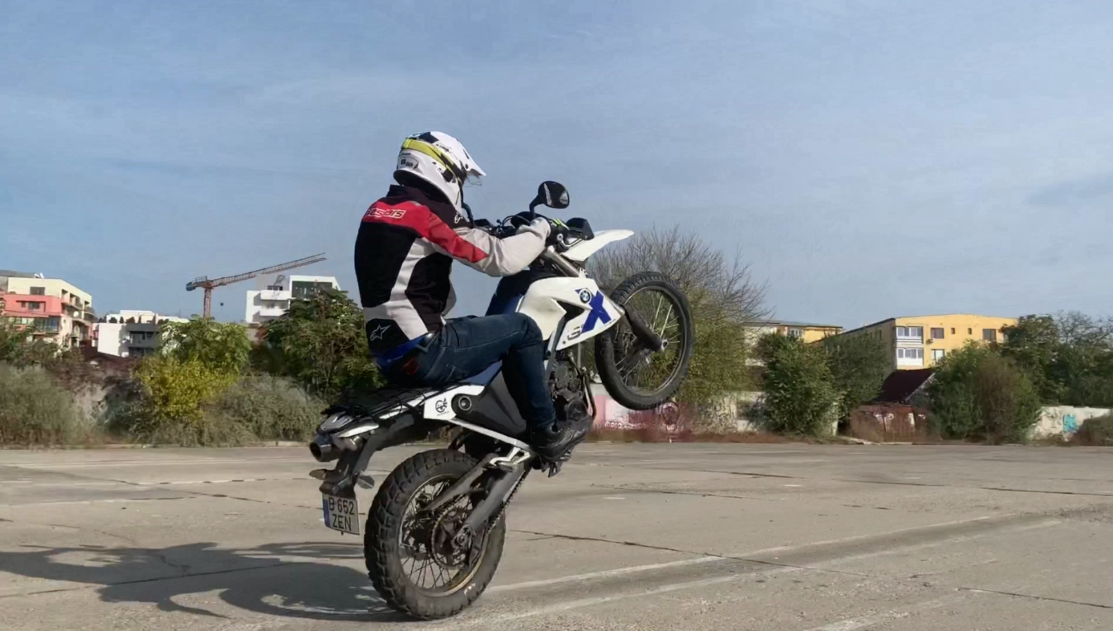 Wheelies in poligon + Sarituri la Coclau